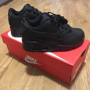 NEW IN BOX Boys Nike Air Max Shoes